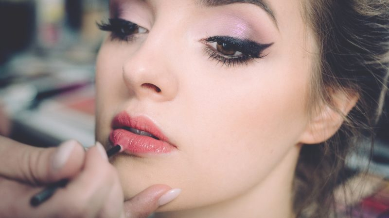 Szybki makijaż oczu – co warto mieć pod ręką?