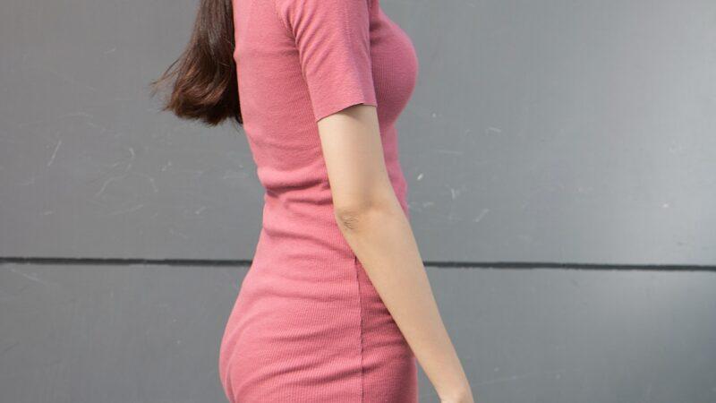 Czy dopasowana sukienka jest dla każdej kobiety?